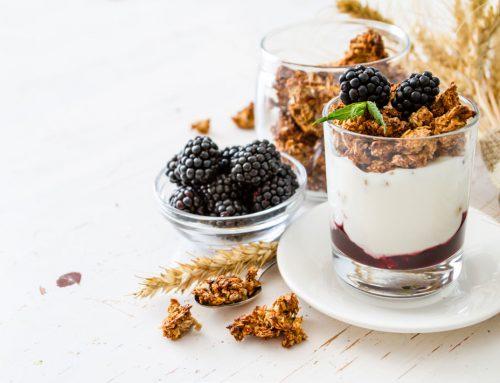 Yogurt al miele con frutti di bosco
